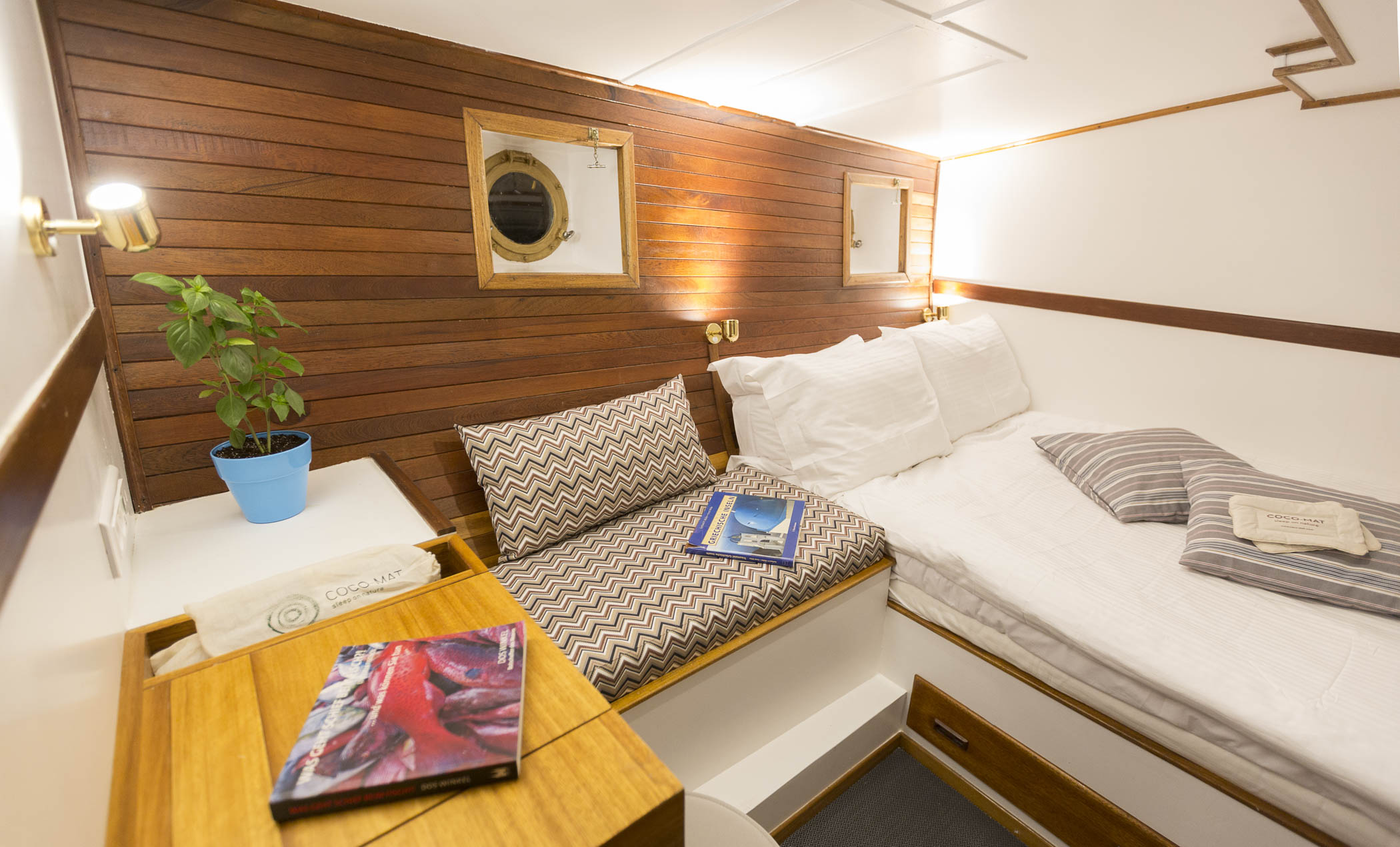 Cosmos Acrobat Yachting